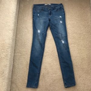 NWOT Hollister Super Skinny Ripped Jean